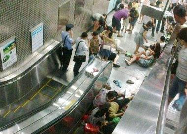 香港商场40米扶梯突然急停
