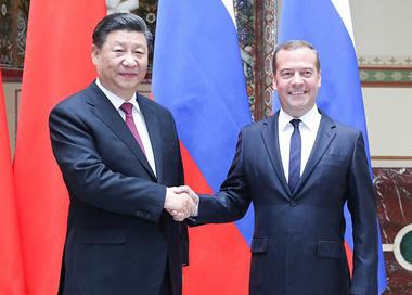 习近平会见俄罗斯总理