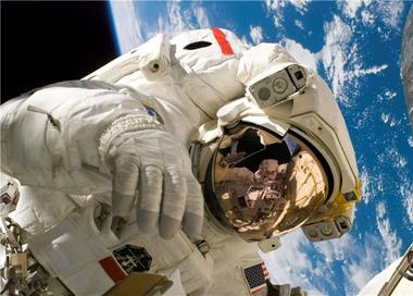 """国际空间站实现首次""""全女性太空行走"""""""