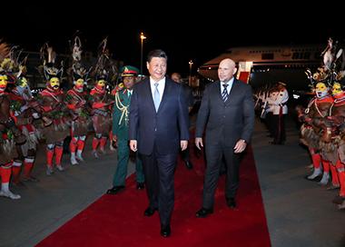 习近平抵达莫尔兹比港 开始对巴新进行国事访问