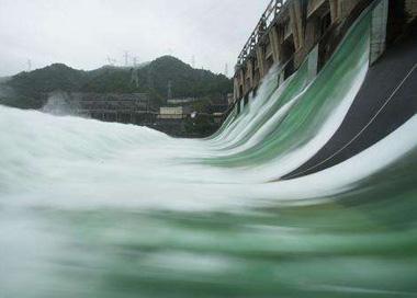 新安江水库7孔泄洪 水位已回落